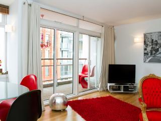 Live Your Dream*Premium West End!*LuxDesign*VIEWS* - London vacation rentals