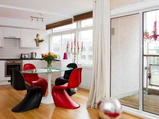 Live Your Dream*Premium West End!*LuxDesign*VIEWS* - London vacation rentals