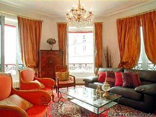 Montorgueil Luxury 2 Bedroom Apartment - Paris vacation rentals