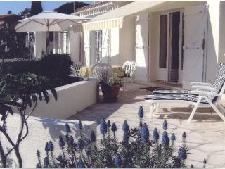 Nice Condo with Deck and Internet Access - Cavalaire-Sur-Mer vacation rentals