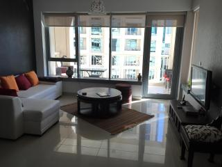 Dubai Chic and Central, 1 BR Downtown - Dubai vacation rentals