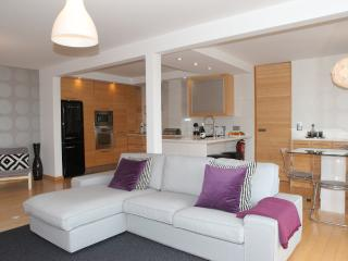 Stylish renovated apartment in Guia, Cascais - Cascais vacation rentals