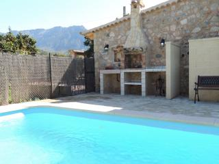 SOLLER villa with pool x 6 people - Soller vacation rentals
