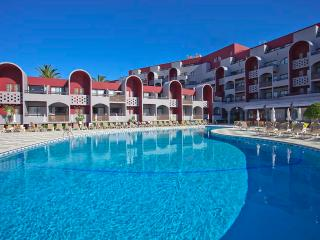 STUDIO 500 M FROM THE BEACH IN 4 STAR HOTEL WITH POOLS AND RESTAURANT – ALBUFEIRA - REF. OPH151835 - Albufeira vacation rentals