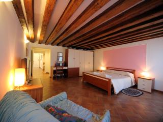 Sweet Home Venice - Cozy apartment with garden - City of Venice vacation rentals