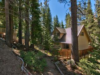 3B+Loft Cabin; quiet setting, forest/creek views! - South Lake Tahoe vacation rentals