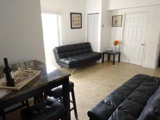 Holiday(Ap3) Family Near the beach 2BR - Miami Beach vacation rentals