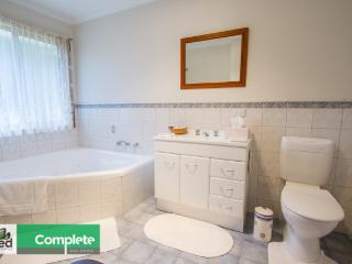 Nice Cottage with Grill and Towels Provided - Mount Gambier vacation rentals