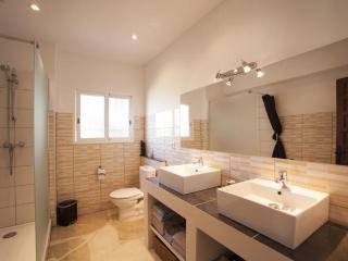 Comfortable Villa with Internet Access and A/C - Devesa vacation rentals