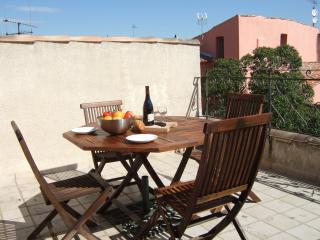 17thC 2 Bed Townhouse + Terrace in Heart of Agde - Agde vacation rentals