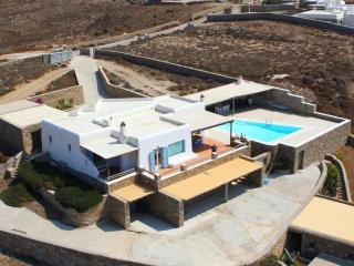 Comfortable 5 bedroom Tourlos Villa with Internet Access - Tourlos vacation rentals