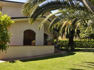 BEAUTIFUL VILLA WITH LUSH GARDEN - FORTE DEI MARMI - Forte Dei Marmi vacation rentals