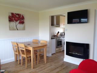 Superior chalet great value for familes & couples slps 5 walk beach & amenities - Great Yarmouth vacation rentals
