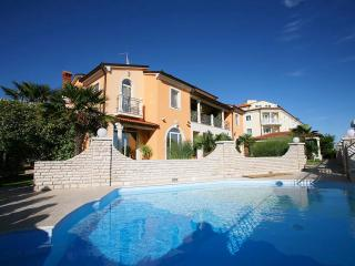 TH00113 Apartments Fiorido / Gold A8 - Medulin vacation rentals