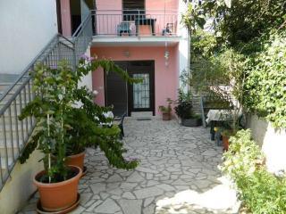 TH00183 Apartments Biserka / One bedroom Erika A1 - Pula vacation rentals