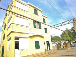 TH00316 Apartments Primavera / Three Bedroom A1 - Stinjan vacation rentals