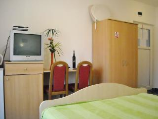 TH00380 Apartments & Rooms Mijic / Double room S2 - Medulin vacation rentals