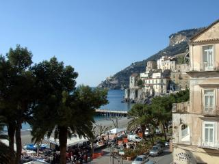 La Torricella - Sea front spacious apartment - Minori vacation rentals