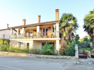 TH00413 Apartments Licul / Studio A1 - Novigrad vacation rentals