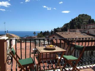 Taormina-Al mercato- cozy studio with seaview - Taormina vacation rentals