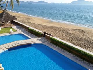 Perfect 3bd Beachfront Condo, 3rd FLR w oceanview! - Manzanillo vacation rentals