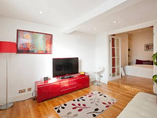 ~*One Bedroom Flat Prime Victoria Location*~ - London vacation rentals