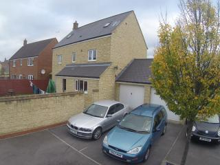 Ground Floor Double Bedroom Priory Vale Swindon - Blunsdon vacation rentals