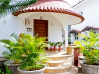 Beach Touch 3 Bedroom Villa In Candolim North Goa - Bhedaghat vacation rentals