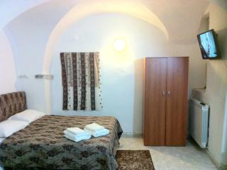 Apartment for 4 guests with 2 rooms ground floor - Taggia vacation rentals