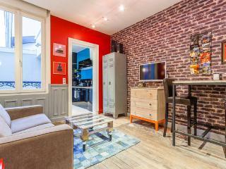 Studio terrasse avec lit double, 5 mn à pied centre ville & gare de Reims - Reims vacation rentals