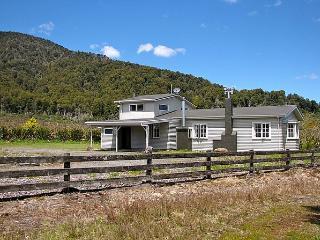 Mountain Max's Lodge - Manawatu vacation rentals