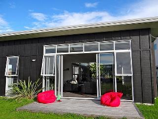 Omaha Bliss - Auckland vacation rentals