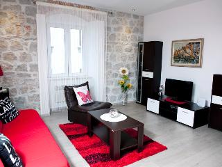 COZY APARTMENT IN THE HEART OF SPLIT-ILIĆEV PROLAZ - Split vacation rentals