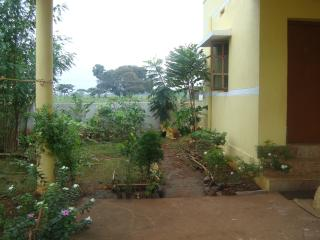 Nice 2 bedroom Madurai Guest house with Balcony - Madurai vacation rentals