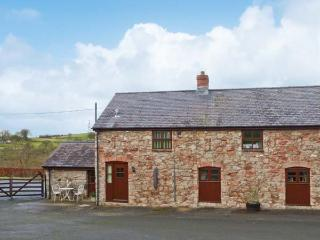 GRAIG FAWR COTTAGE, semi-detached, stone cottage with a multi-fuel stove, WiFi, great views from garden, near Bodfari, Ref 917736 - Tremeirchion vacation rentals