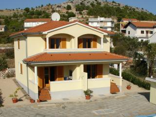 3 bedroom Condo with Internet Access in Zaboric - Zaboric vacation rentals
