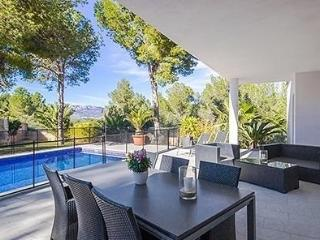 Comfortable Chalet with Internet Access and Dishwasher - Santa Ponsa vacation rentals
