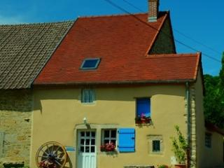 2 bedroom Cottage with Satellite Or Cable TV in Pouilly-en-Auxois - Pouilly-en-Auxois vacation rentals