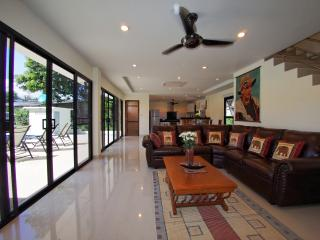 Sunshine Villa - Brand New 3 Bedroom Pool Villa - Rawai vacation rentals
