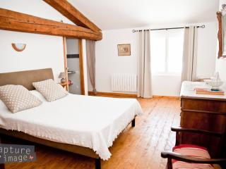Adorable 4 bedroom Laure-Minervois Guest house with Internet Access - Laure-Minervois vacation rentals