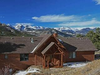 AWESTRUCK: Immaculate, Luxurious & MOUNTAIN VIEW - Estes Park vacation rentals