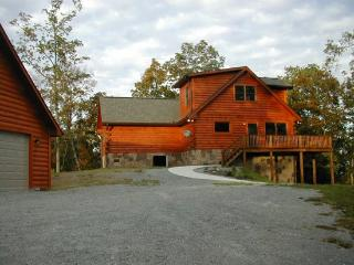 The View is a cozy lakeview cabin rental with an open floor plan perfect for entertaining friends. - New Tazewell vacation rentals