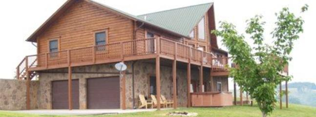 Lakeview Lodge - Lakeview Lodge is a roomy and comfortable lakeview cabin rental with covered boat slip, hot tub, Wi-Fi and Game Tables. - Norris - rentals