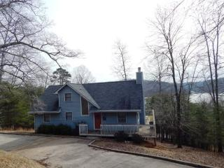 The Blue House is a lakeview vacation home at the Deerfield Resort on Norris Lake. - La Follette vacation rentals