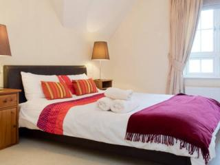 luxury watford 2 bedroom apartment - Watford vacation rentals