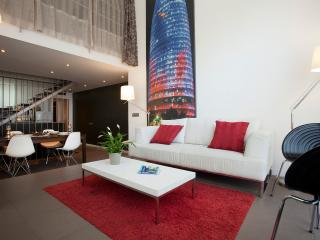 Paralel Triplex. 10 min from Ramblas. 10 people - Barcelona vacation rentals