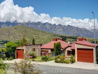 Convenient Cottage with Deck and Internet Access - Queenstown vacation rentals