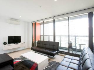 Melbourne CBD 2Br 2Bth Apt Indoor Pool & balcony - Melbourne vacation rentals