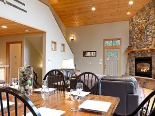 Mountain Chalet, WIFI, Hot Tub, Gated Community, Sleeps 6, Air Hockey Table - Glacier vacation rentals