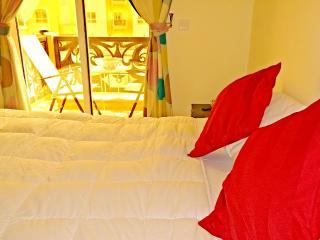 Cozy private room with a balcony - Dubai vacation rentals